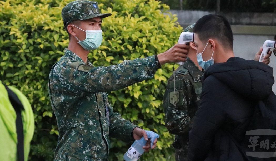 因應新冠肺炎疫情防治,後備指揮部至今不但獨力支援兵力製作口罩,2月還發出「動員召...