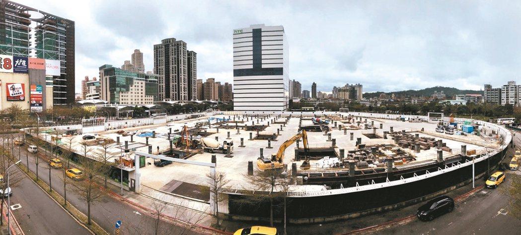 新店裕隆城傳出位於一期基地後方第二期的住宅區土地,打算直接出售。 記者黃義書╱攝...
