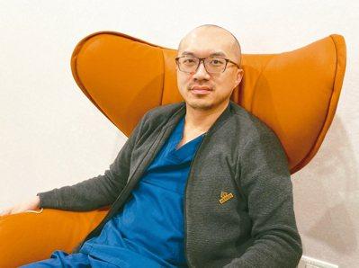 台灣醫療科技整合學會理事長蘇軒表示,發想「老司機訓練營」,是希望傳遞醫學實務衛教。 記者簡浩正/攝影