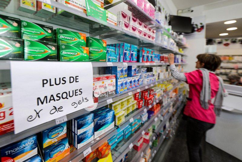 法國新冠肺炎確診人數遽增,藥局口罩告缺。 路透社