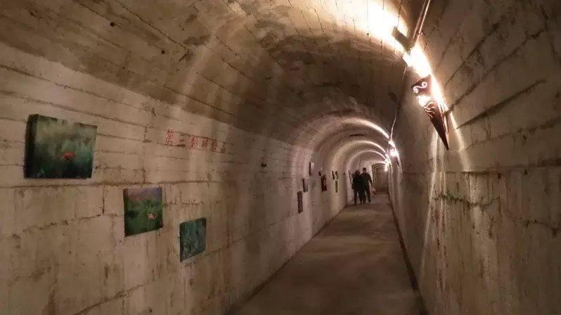 花蓮縣府農業處已逐步建構完成曼波園區內的四八高地戰備坑道,是花蓮首座對外開放觀光...