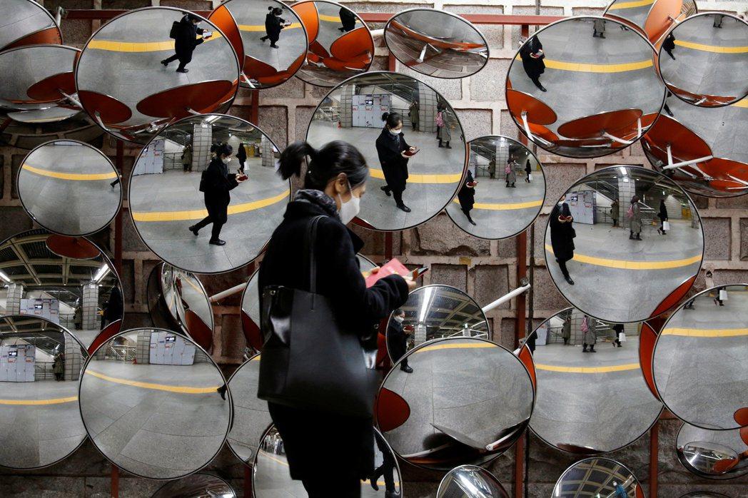 身處網路時代,「透明公開」的意義與影響力為何? 圖/路透社