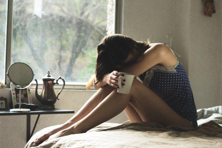 研究指出,曾經歷過月經貧窮的女性較易罹患躁鬱或憂鬱症。 圖/Asdrubal l...