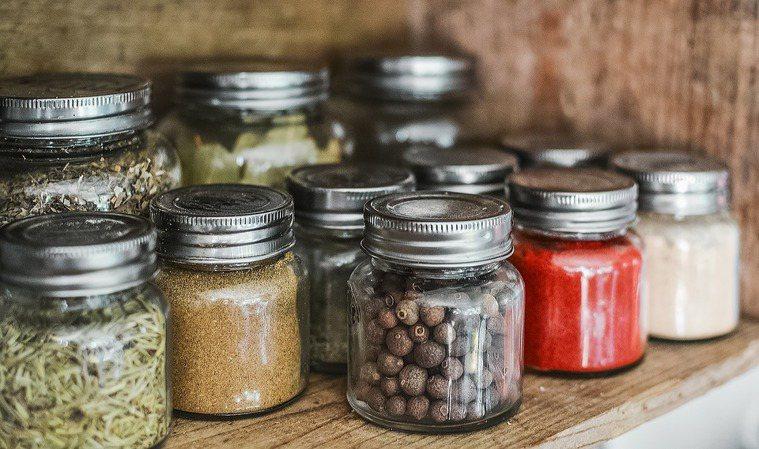 雜糧類食材可使用透明玻璃的附蓋萬用罐。 圖/pixabay