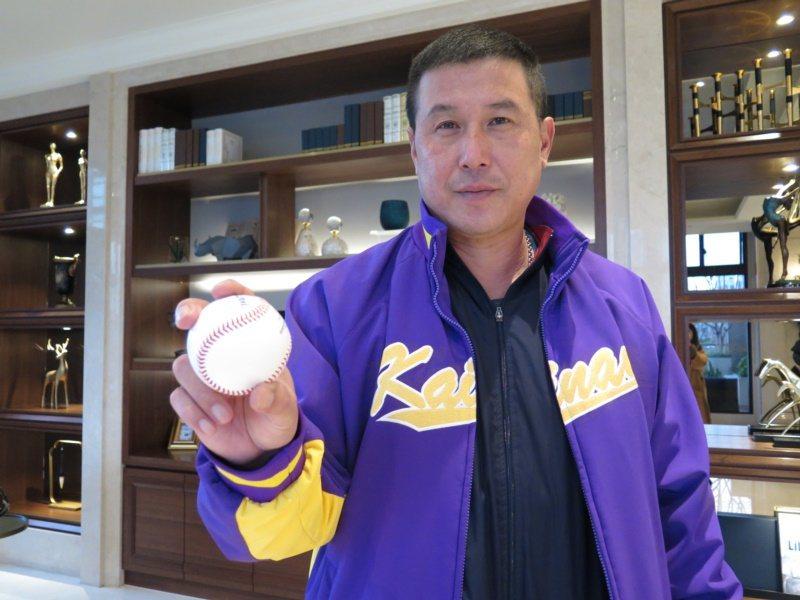 昔日棒球國手「奧運銀腕」郭李建夫現在在開南大學棒球隊當總教練。 圖/張裕珍 攝影