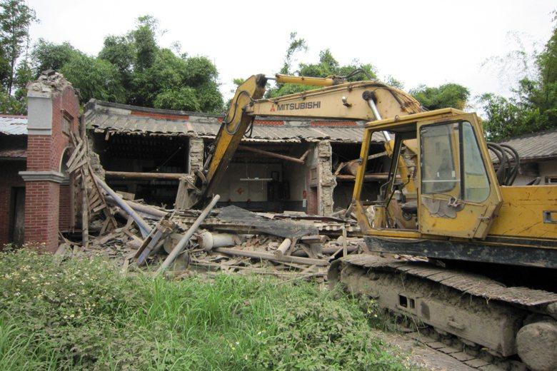 2011年9月9日,瑞成堂先是被台中市文資審議會指定為市定古蹟,孰料20日便遭重劃開發派怪手拆毀。 圖/聯合報系資料照