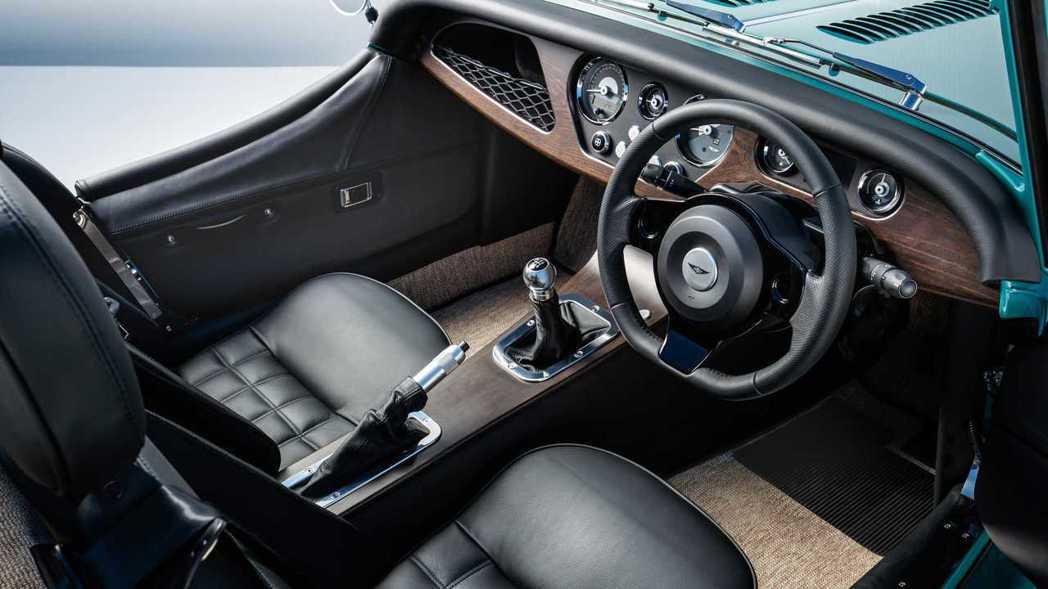 Morgan Plus Four車身都是用木頭手工打造。 摘自Morgan