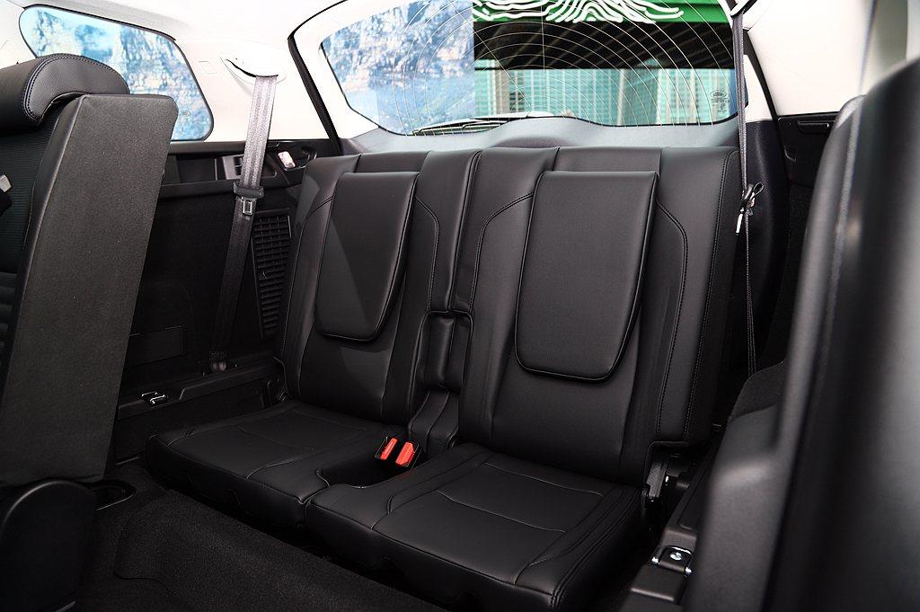 改採Jaguar Land Rover最新世代PTA模組化底盤平台,提升車體剛性...