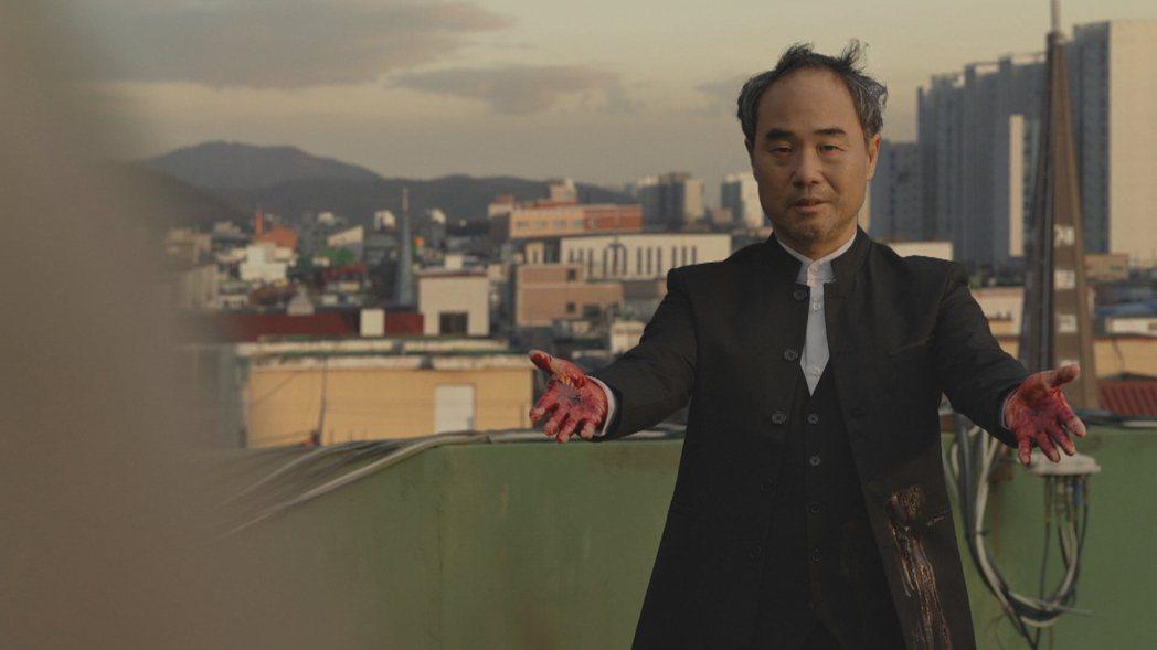 韓劇「無人知曉」劇情意外呼應時事,飾演神父的演員遭疑是連續殺人案主謀。圖/fri