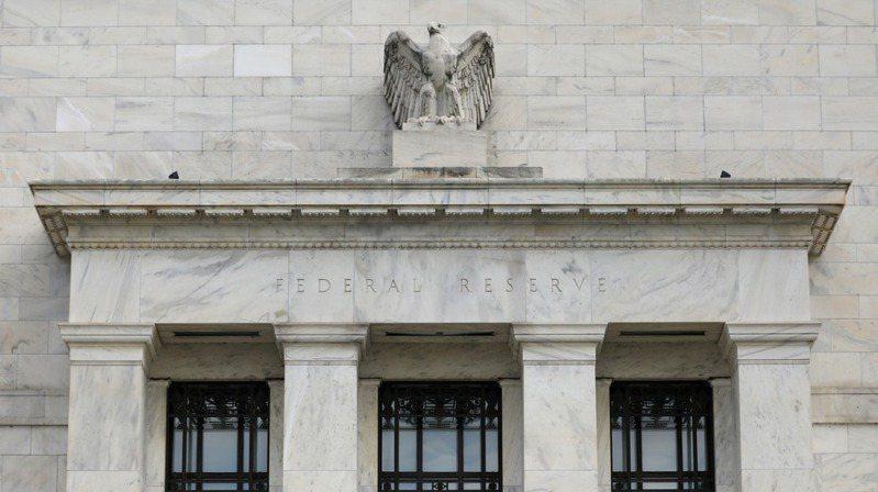 美國聯準會(Fed)官員並未完全排除本月稍後再度降息的可能性,並暗示新冠肺炎疫情的發展將是關鍵的決定因素。 (路透)