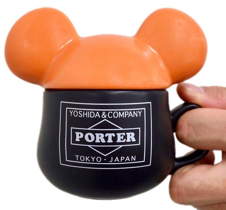 BE@RMUG庫柏力克熊馬克杯,以立體的庫柏力克熊頭像為杯身設計,搭配象徵性的黑...