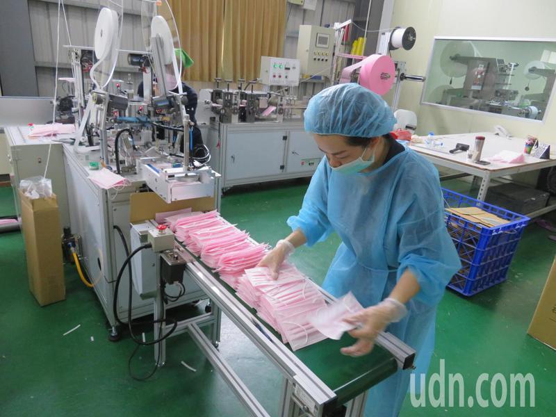 台灣口罩產能自1月疫情爆發以來不斷擴張,日產量已超過1300萬片。記者魯永明/攝影