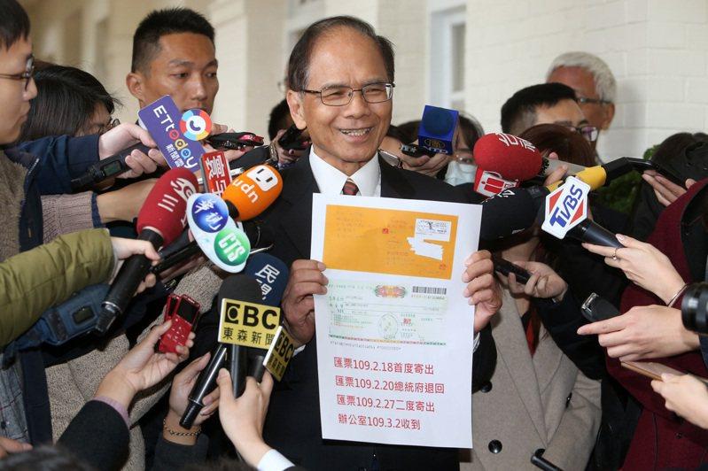 立法院長游錫堃深夜在臉書貼文批評台北市警方,指他接獲恐嚇信報案,但半個月來住家門口巡邏箱都是空的,引發「QR Code之亂」。記者胡經周/攝影