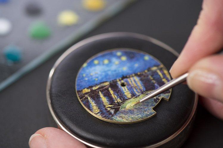 能製造大明火琺瑯、內填琺瑯、半透明琺瑯、掐絲琺瑯與微繪琺瑯的多重工藝的積家,是創...