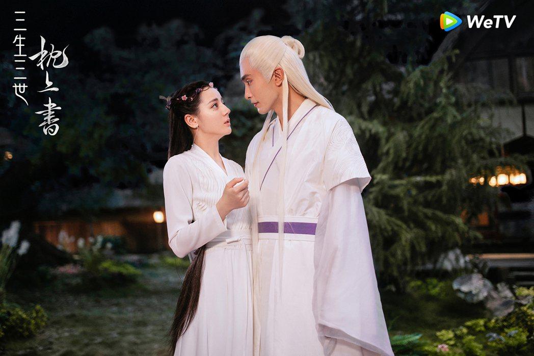 迪麗熱巴(左)與高偉光在「三生三世枕上書」中的「鳳東CP」虐戀吸睛。圖/WeTV...