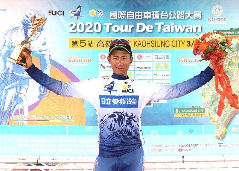 馮俊凱順利留下藍衫。圖/中華民國自由車協會提供