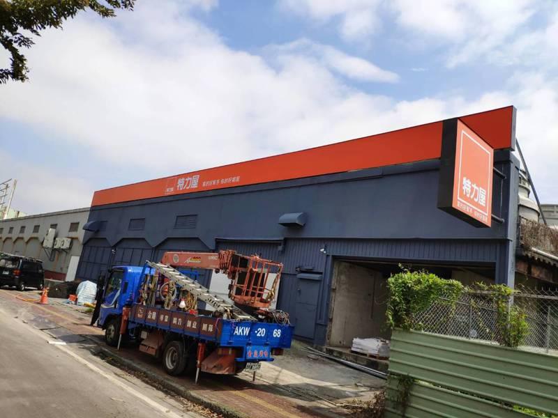 大型知名DIY 修繕工具與材料連鎖店「特力屋」落腳台南市新營,預計下月開幕,連日來地方討論度高。記者謝進盛/攝影