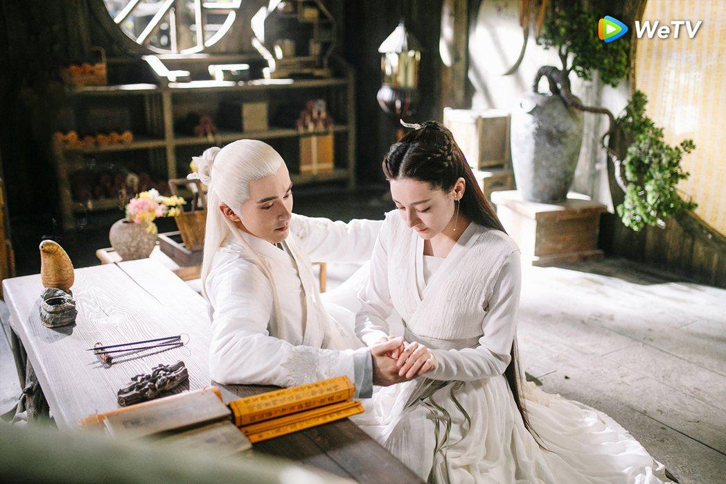 高偉光(左)、迪麗熱巴在「三生三世枕上書」上演虐戀。圖/WeTV提供
