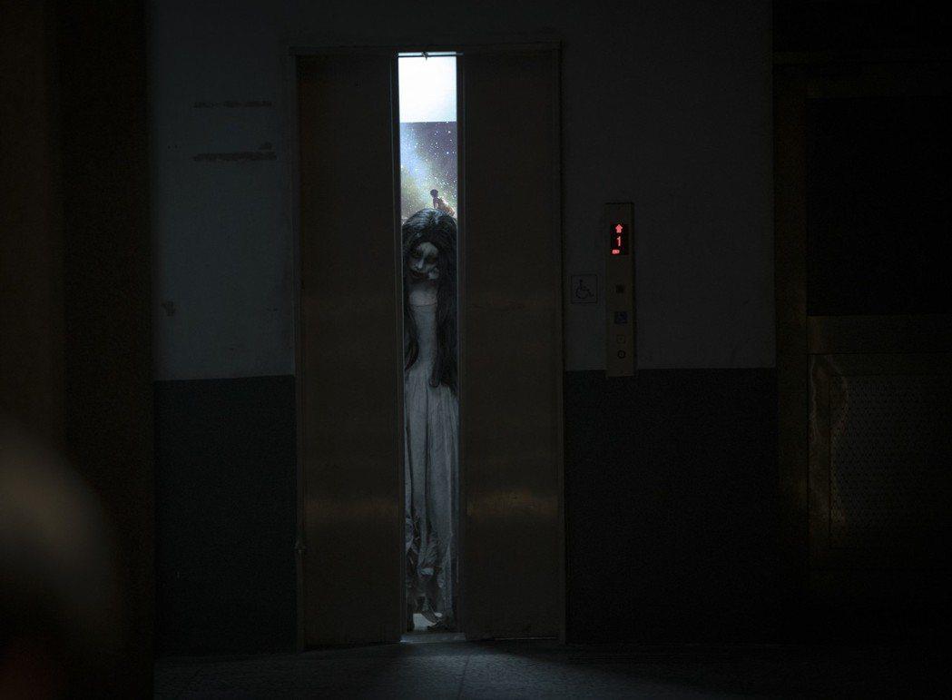「女鬼橋」的女鬼呂洋子,是旅日時尚潮模,在片中模樣嚇人。圖/傳影提供