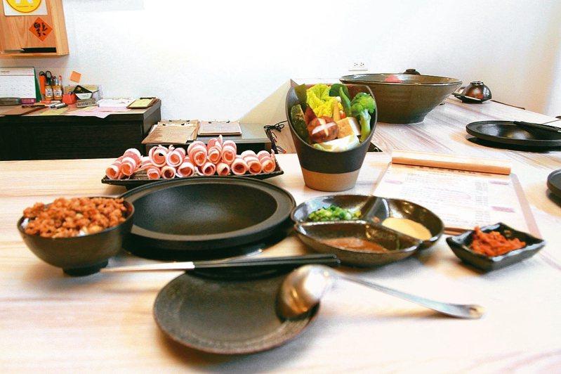 新竹縣竹北市黑食堂鍋物主打精緻、高品質食材。 記者王駿杰/攝影