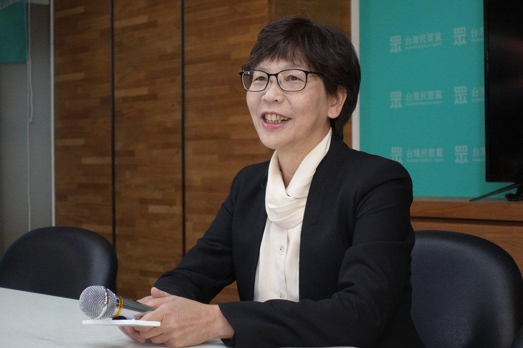 立委蔡壁如質詢時播放有台北市長柯文哲入鏡的廣告,不料被蘇貞昌虧是趁機做政黨宣傳。...