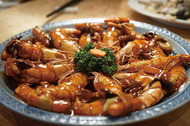 重出江湖的阿舍菜道道技法、盤盤講究,就連上菜次序都有相扣的渾成節奏。 圖/積木文...