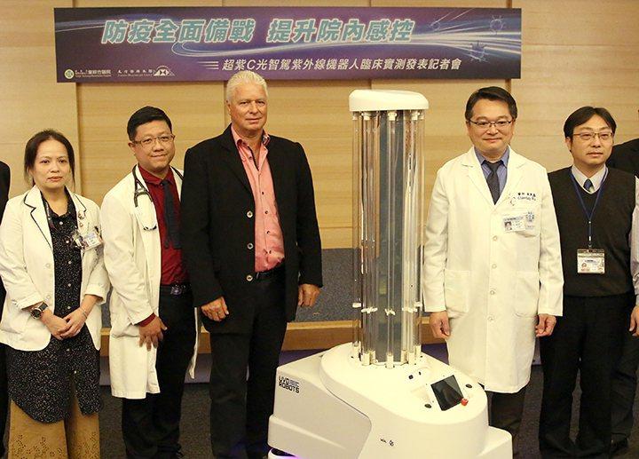 友信醫療集團Mr.Ritzer(左三)、童綜合醫院吳肇鑫副院長(右二)、感染科高...