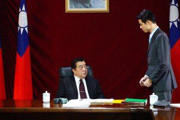 楊雅安/台灣雙首長權力之爭:《國際橋牌社》裡的「黎楚對決」