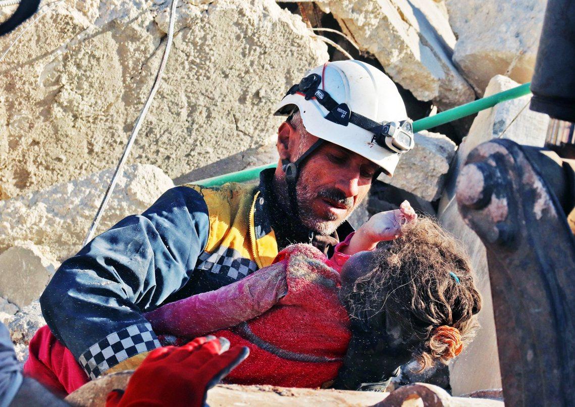 被俄軍炸死的易德利卜平民。 圖/法新社