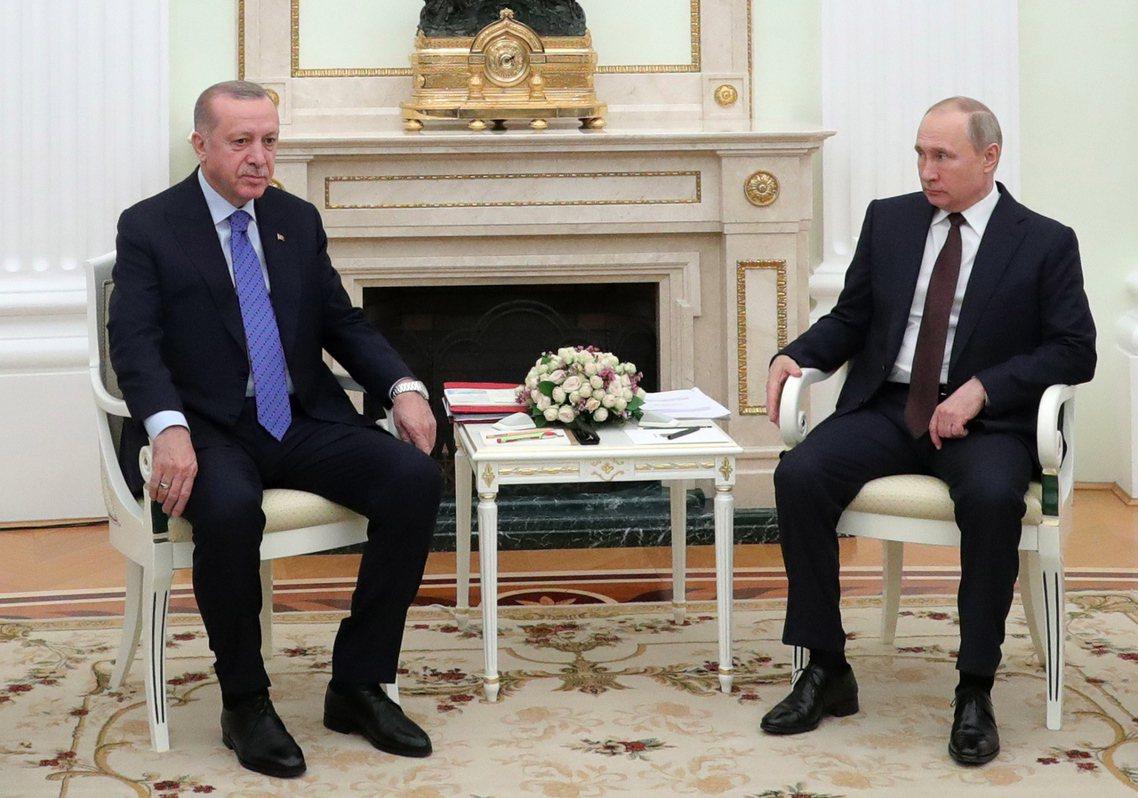 土耳其總統厄多安5日下午親赴莫斯科,率團與俄國總統普丁就「敘利亞和平問題」,進行...
