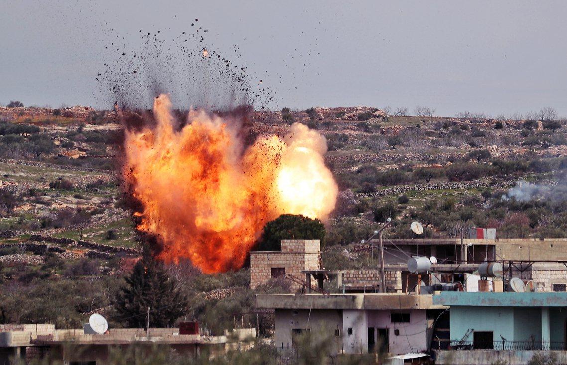 圖為易德利卜省(Idlib)轟炸。2020年開年至今土軍在敘北的陣亡兵力,累積到...