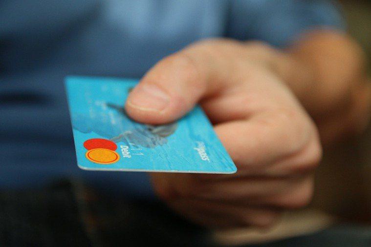 親朋好友欠卡債、兄弟姊妹周轉不靈....,面對老是跟你求助的家人,最後可能落得連...