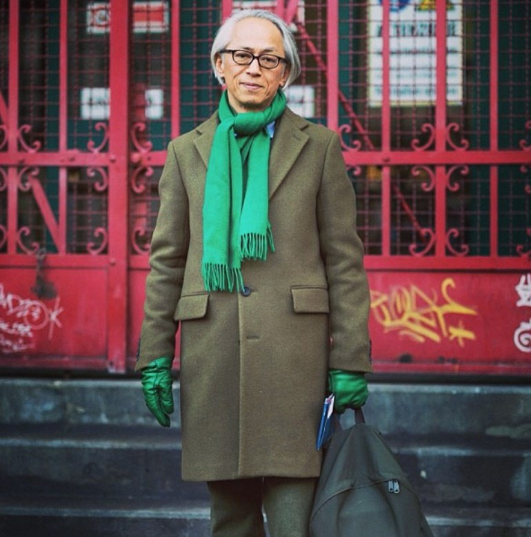 擅長以單一色系搭配圍巾的栗野宏文,將圍巾變身兼具保暖機能與色系造型的風格選品。 ...