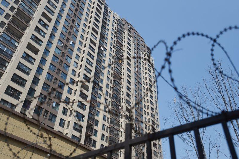 新型冠狀病毒疾病肆虐下,中國房地產市場受到嚴重打擊。 圖/路透社