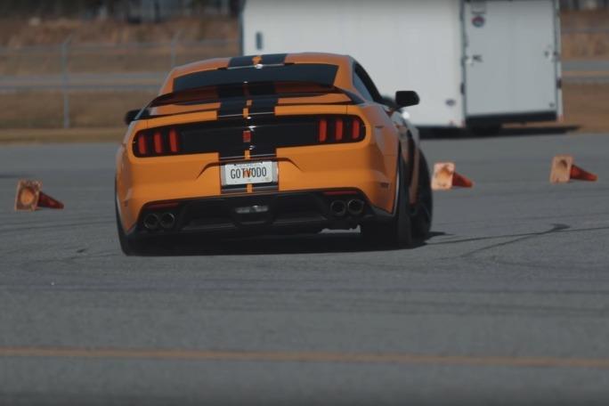 影/野馬GT350R與GT500互尬金卡納!馬力大不一定快?