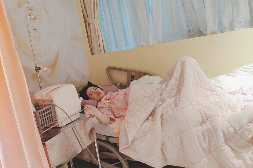 阿諾產後陷入疲勞昏睡。圖/艾迪昇傳播提供