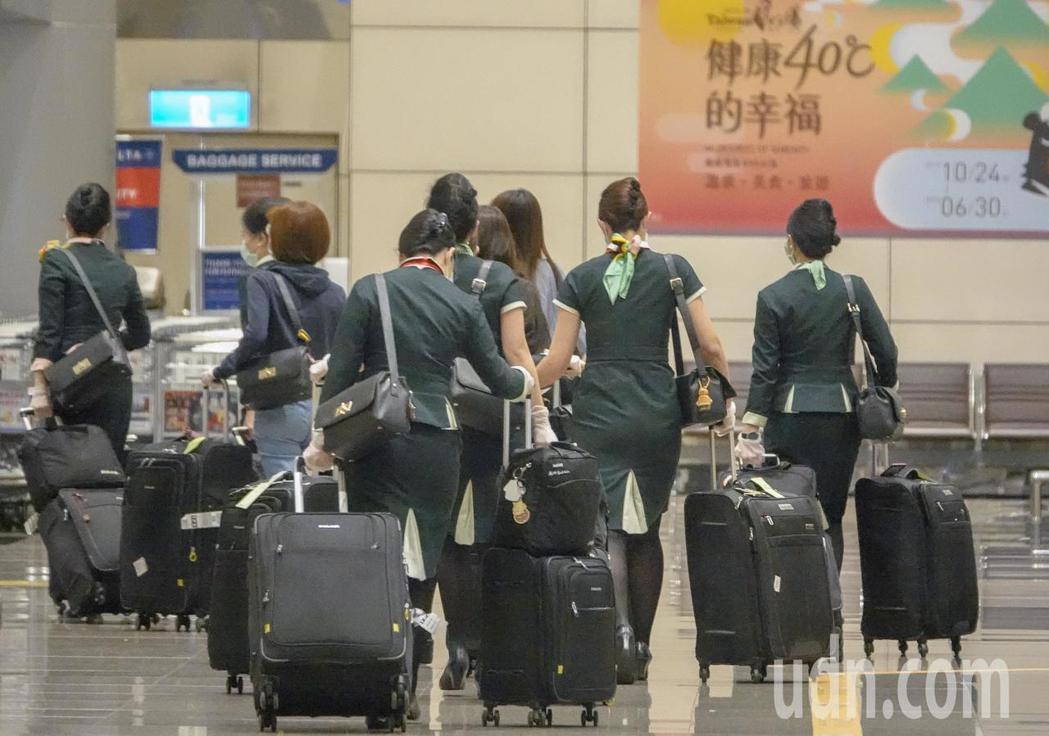 一名在香港服務的台籍空服員往返台港,前後需花廿八天在隔離。此為示意圖。 圖/聯合...