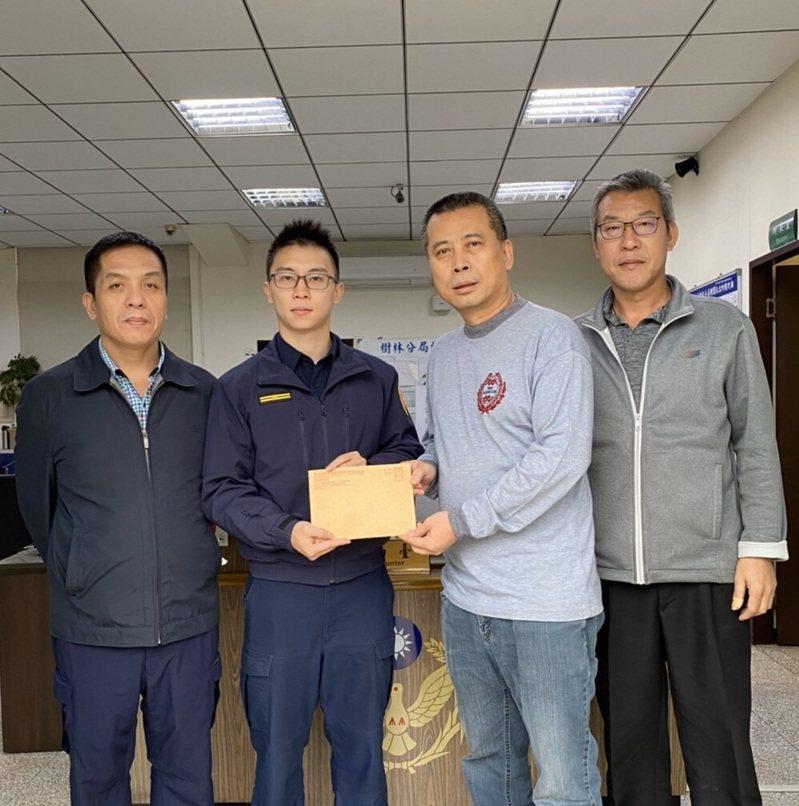新移民喪夫無力籌措喪葬費,台灣警察主動替她籌錢解決難關。記者巫鴻瑋/翻攝