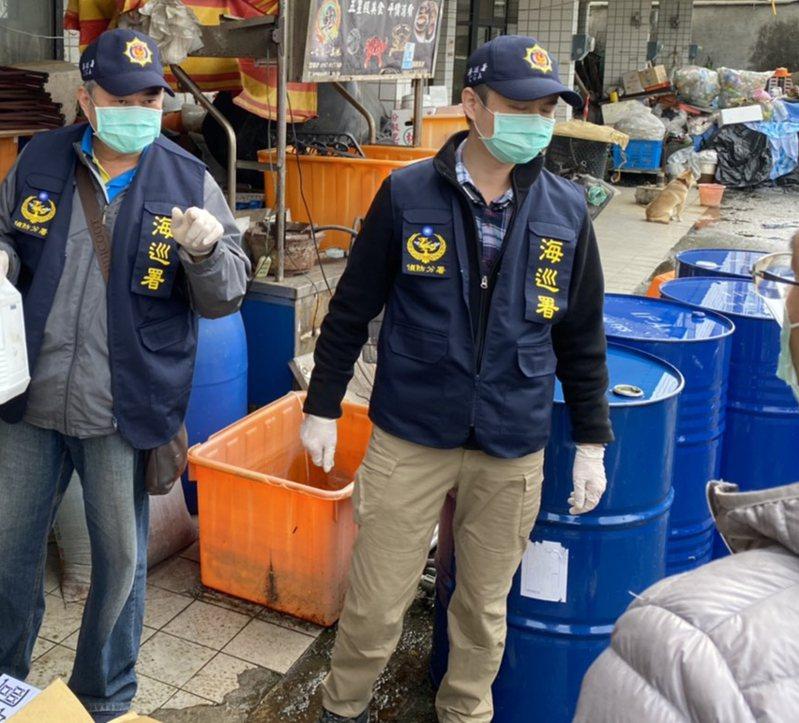 海巡署偵防分署台東查緝隊等今天在宜蘭破獲一座非法酒精製造工廠。圖/海巡署提供