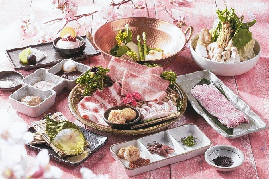 黑毛屋本家推出「春櫻和牛旬味鍋」打造粉色春季饗宴。 乾杯集團/提供