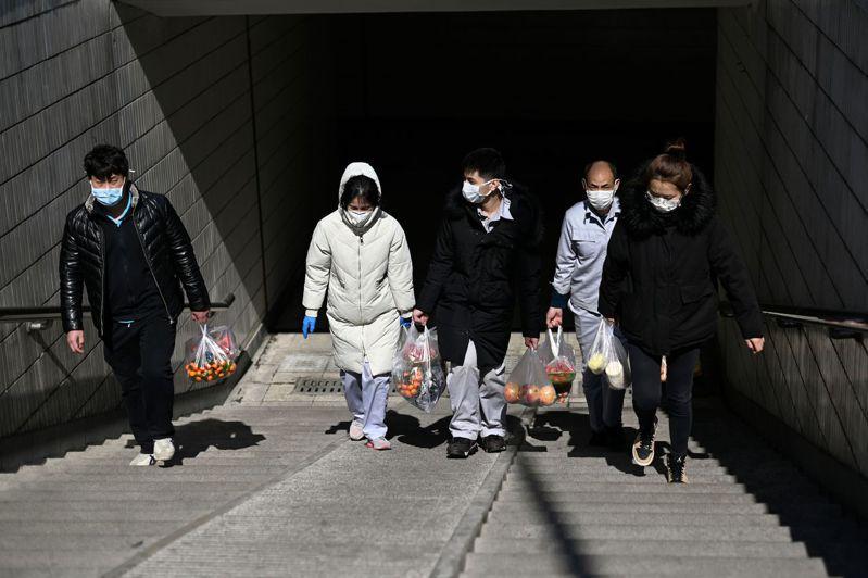 香港一名自中國大陸湖北省回港的女子確診感染新冠肺炎,令本地累計確診增至108例。 法新社