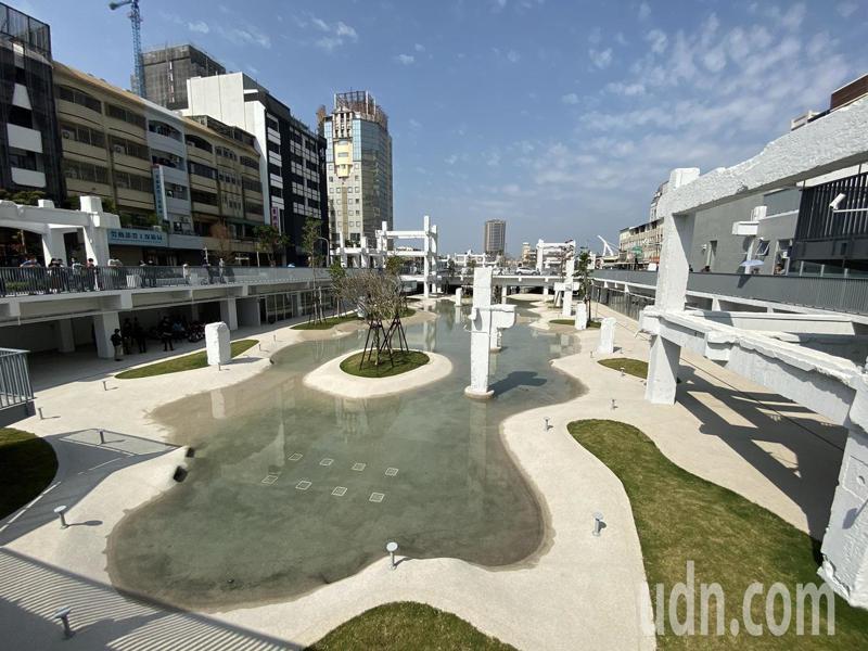 位在台南市中西區的中國城拆除後重建為「河樂廣場」,今天開幕。記者鄭維真/攝影