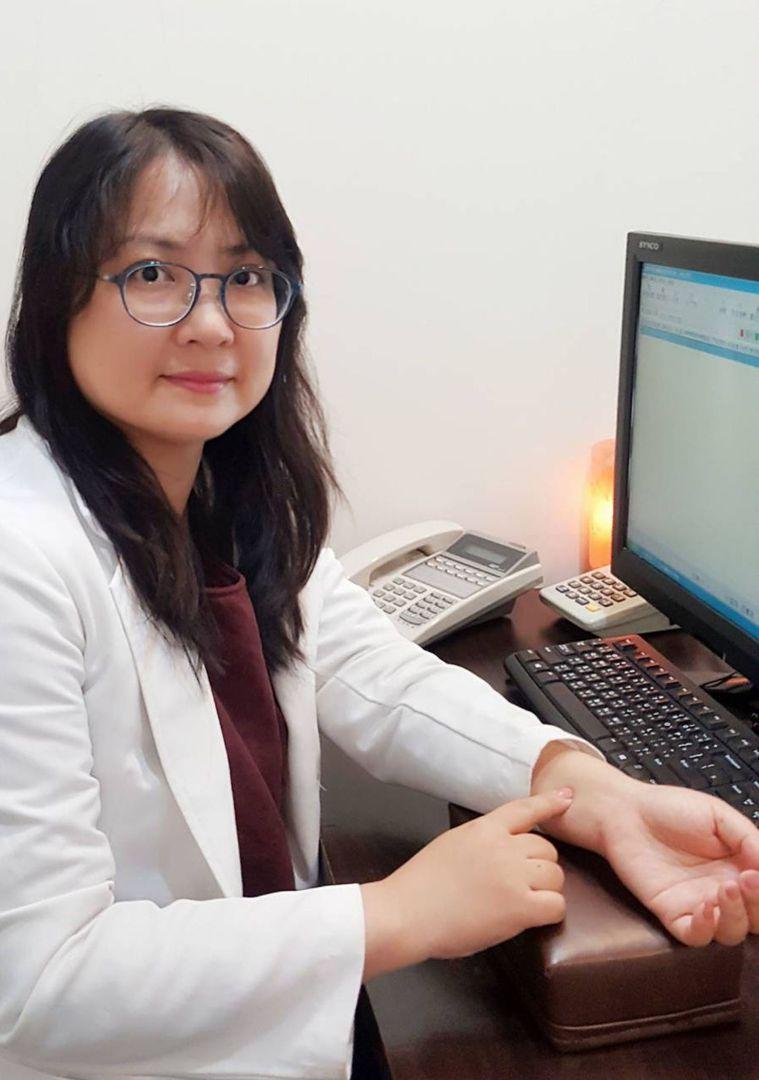 中醫師蔡惠君說,穴位按摩可增強免疫力。 圖/聯合報系資料照片