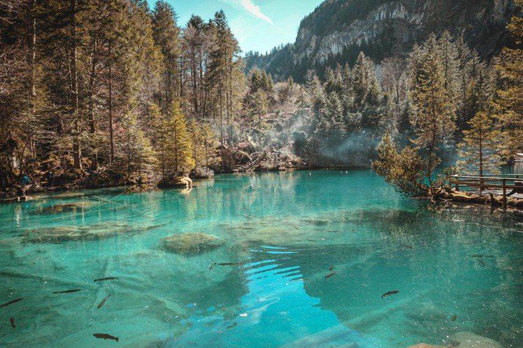 取自自然泉水的保養品,成為主流。圖/摘自pexels