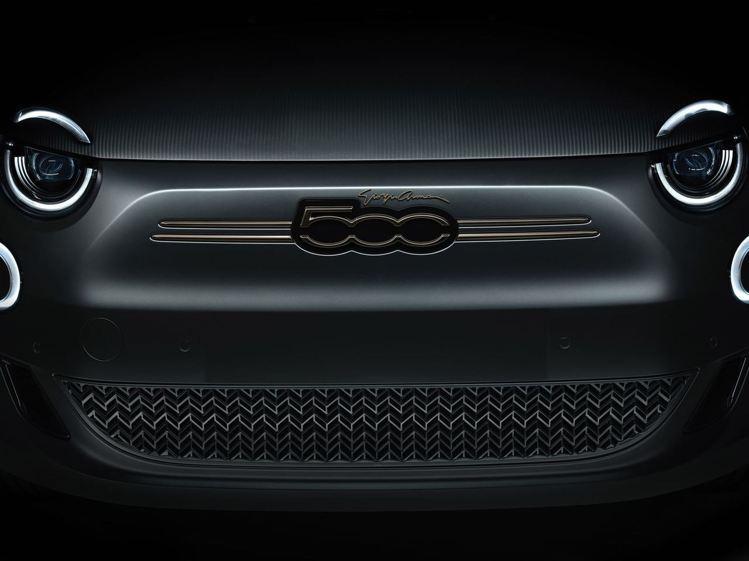 小巧可愛的車體正面,並有率性草寫字體的Giorgio Armani字樣。圖 / ...