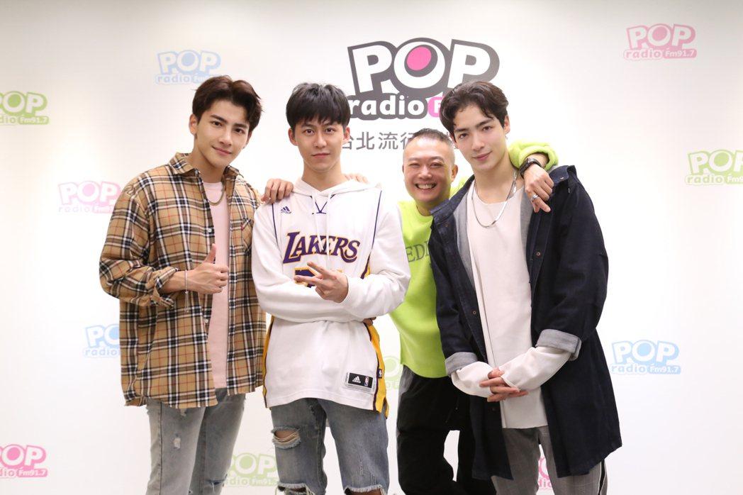 張又瑋(左起) 郭宇宸 、Ben 、黃士杰上電台節目宣傳心情。圖/ POP Ra...