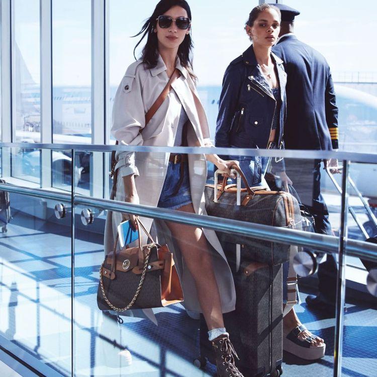2020春季系列MICHAEL Michael Kors形象廣告,以悠閒的機場時...