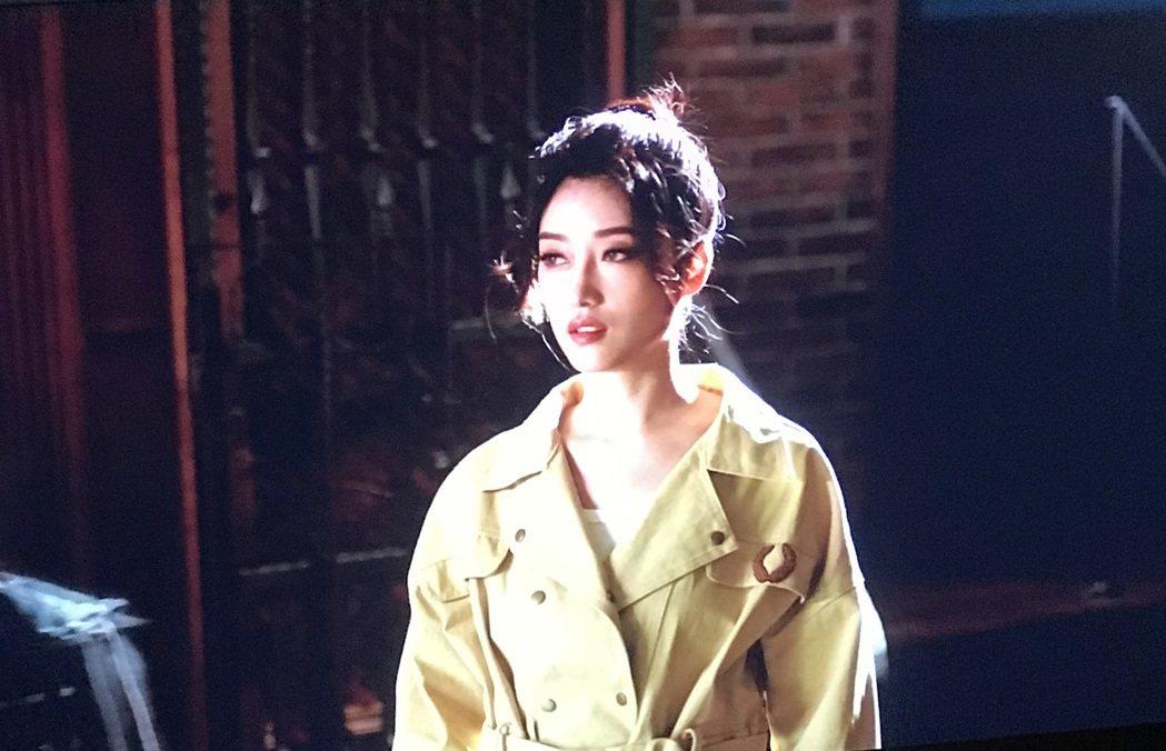 台語金曲歌后李婭莎推出新專輯,人卻只能留在上海,無法回台宣傳。圖/滾石唱片提供