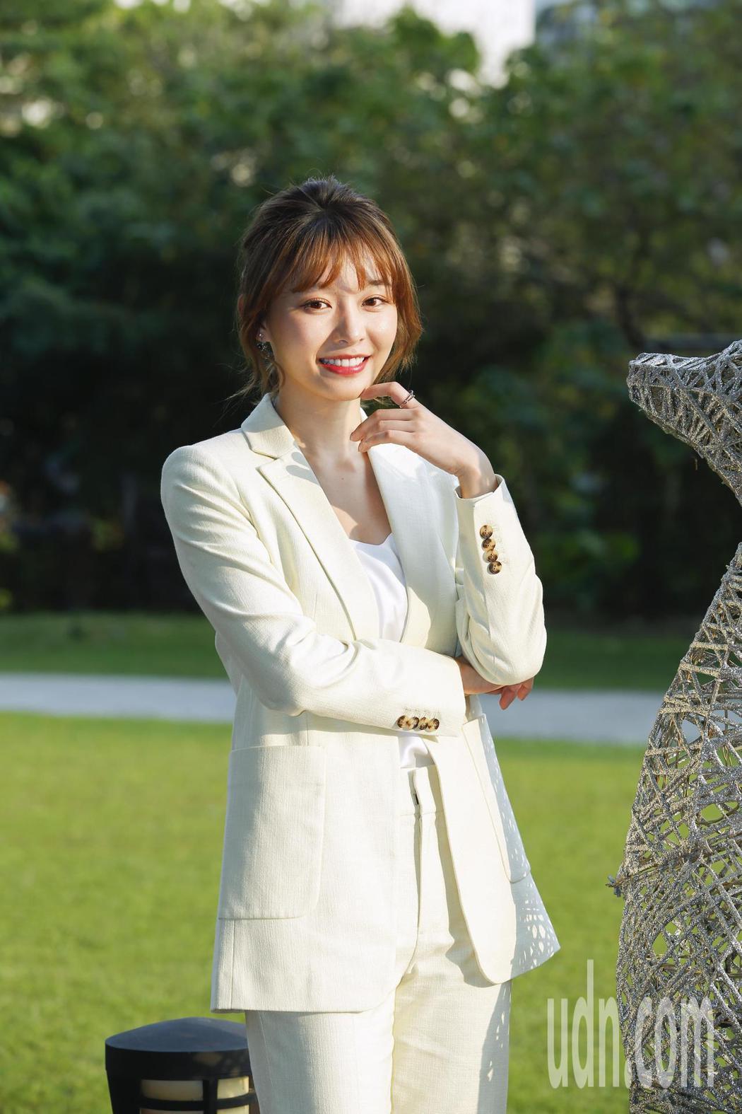 24歲陳怡叡是樂天桃猿啦啦隊的人氣成員,近期首度進軍影壇演出阿KEN執導的「練愛...