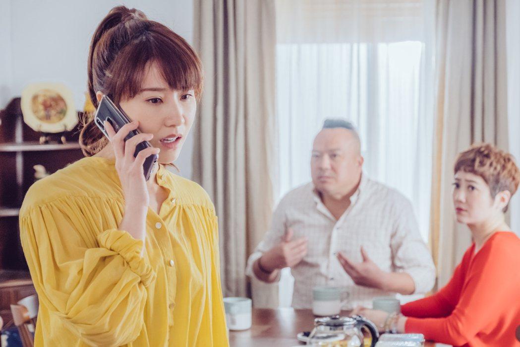 程茉(左)在「墜愛」戲中飾演安心亞的妹妹「方千芮」。圖/歐銻銻娛樂提供